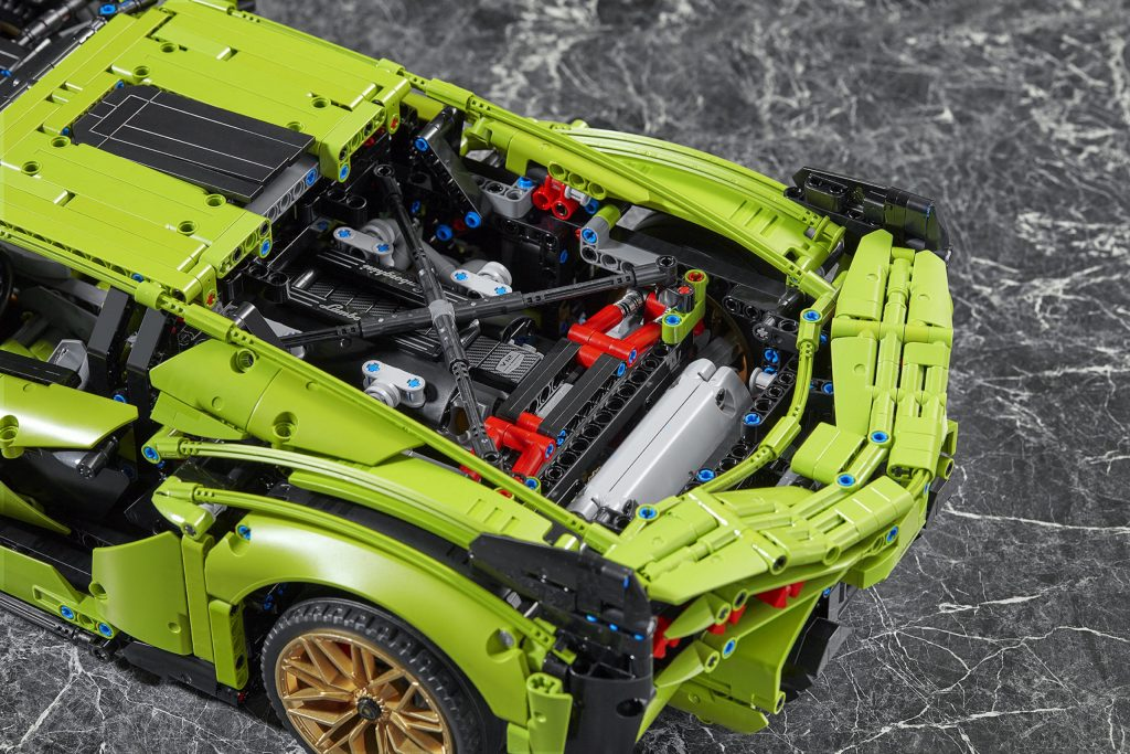 Lego Technic Lamborghini Sián engine bay