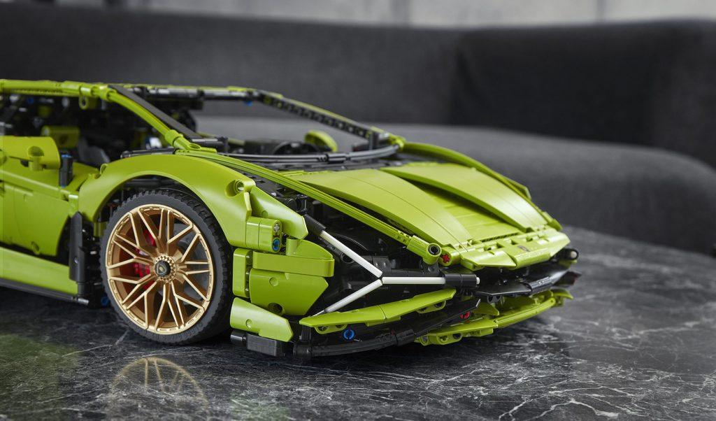 Lego Technic Lamborghini Sián front bonnet