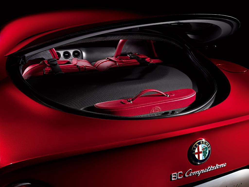 Alfa Romeo 8C Competizione Luggage