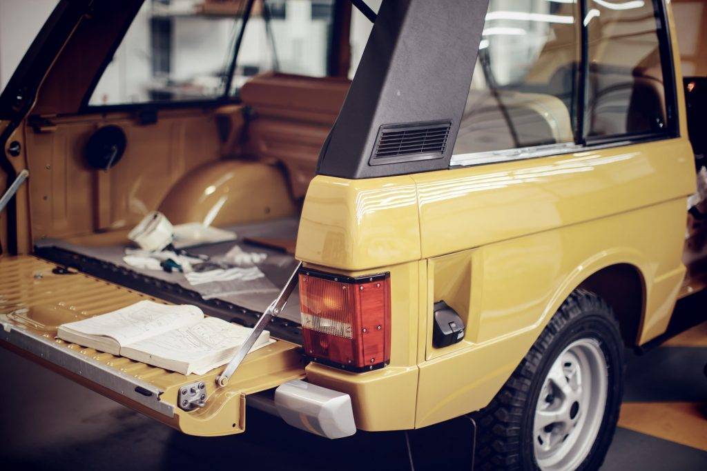 The signature split-fold tailgate of the original Range Rover_Hagerty