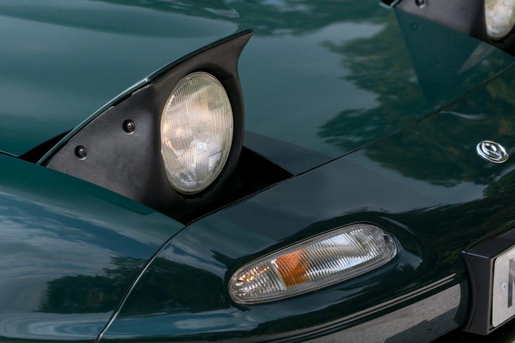Mazda MX-5 MkI pop-up headlights