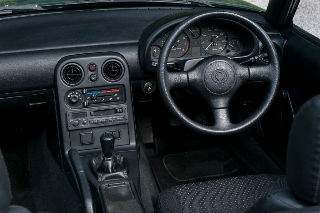 Mazda MX-5 MkI interior