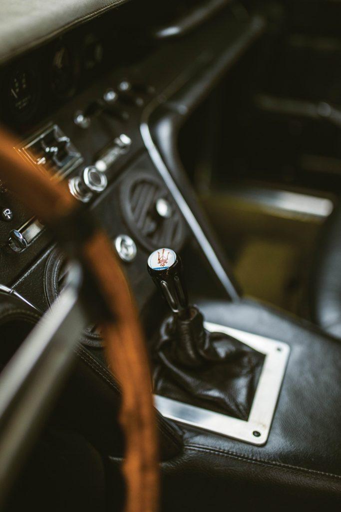 1967-Maserati-Ghibli-Coupe gearlever