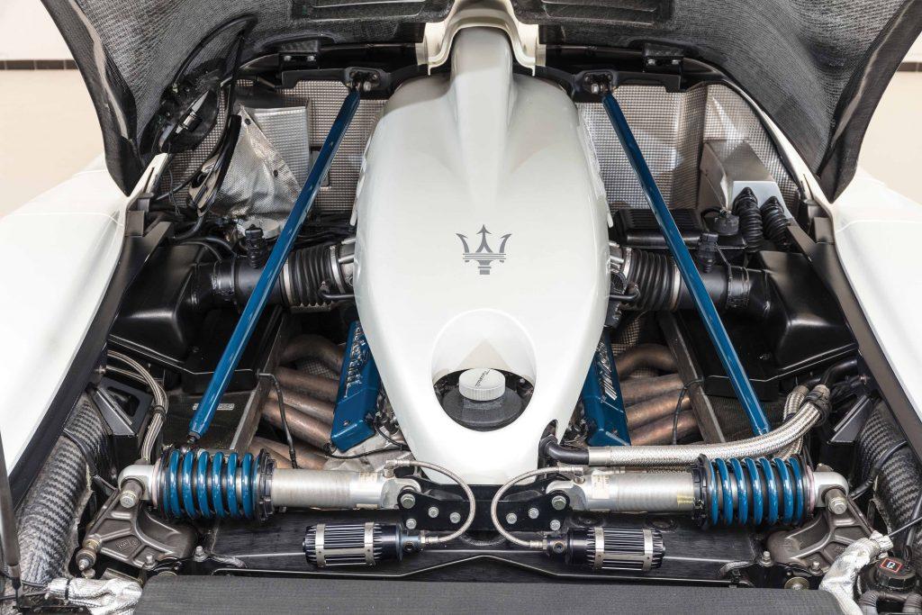 2005-Maserati-MC12 engine bay