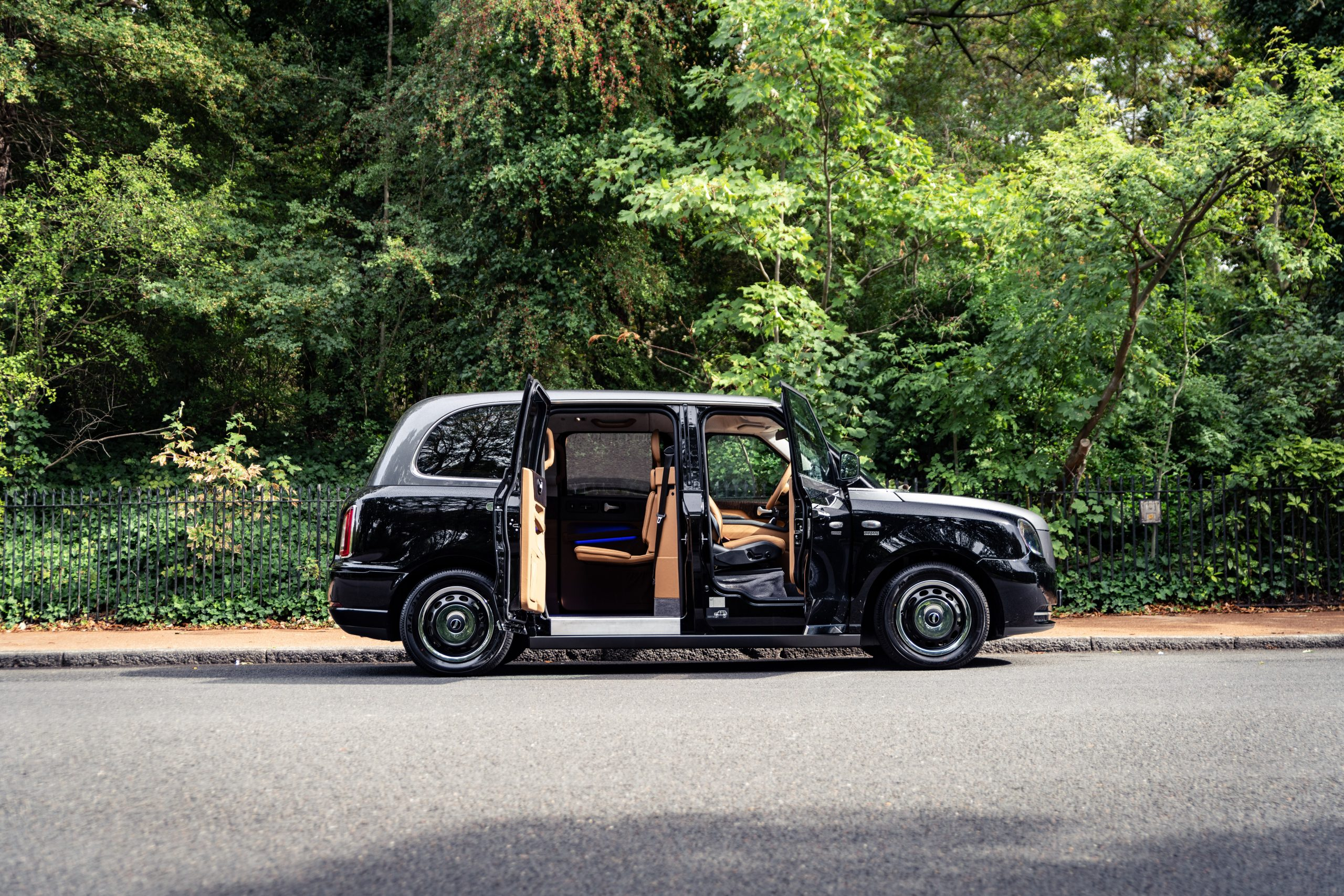 London taxi is transformed into a luxury limo