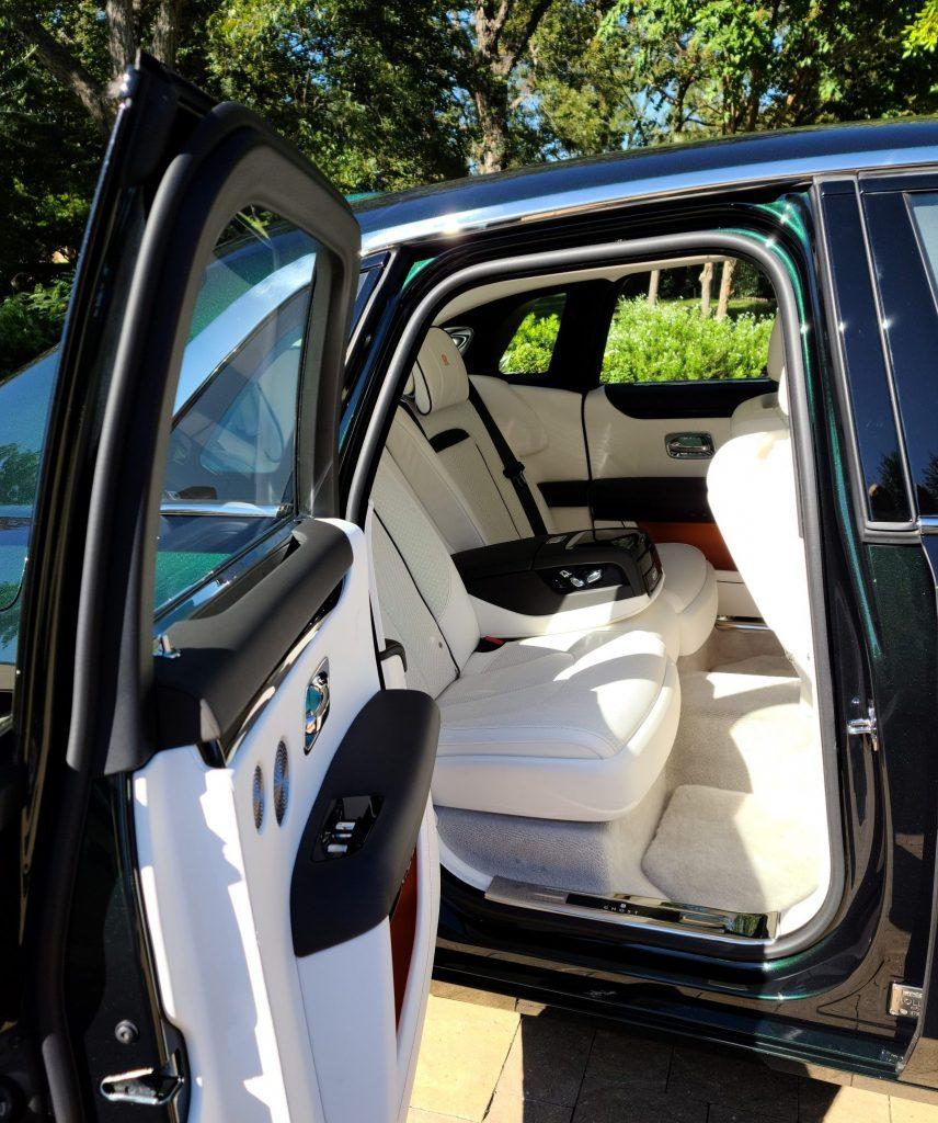Rolls-Royce Ghost 2021 rear door aperture