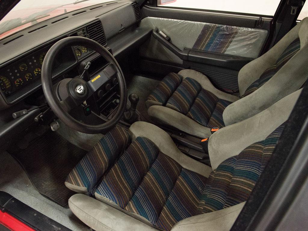 1988-Lancia-Delta-HF-Integrale interior