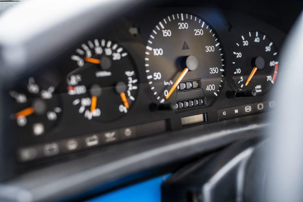 1993 Isdera Commendatore speedo
