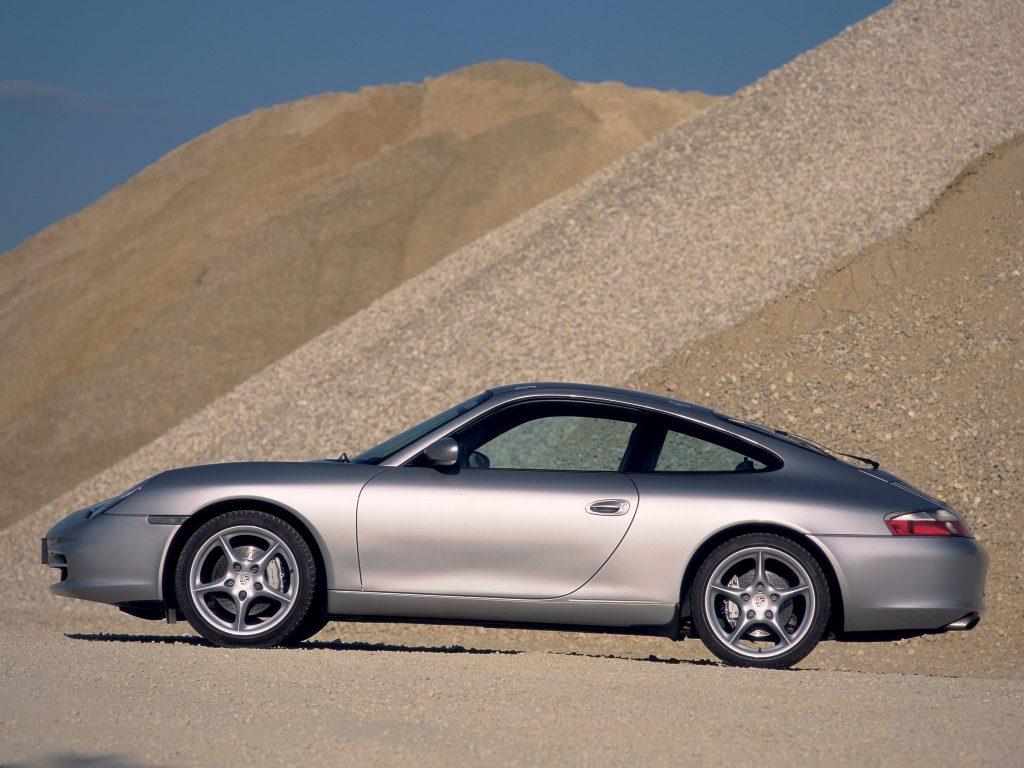 PORSCHE 911 Carrera 4 996 profile