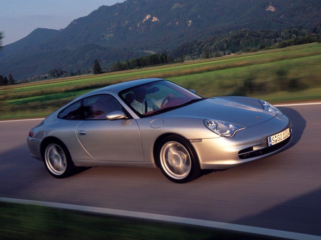 PORSCHE 911 Carrera 4 996 front