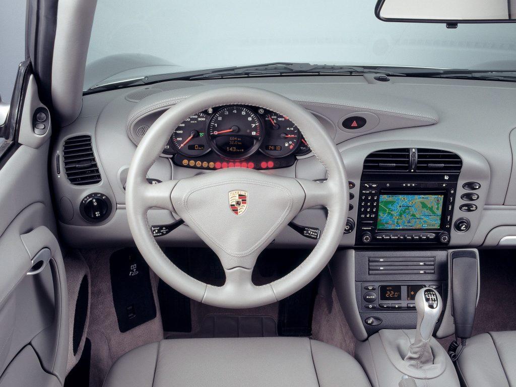 PORSCHE 911 Carrera 4 996 interior