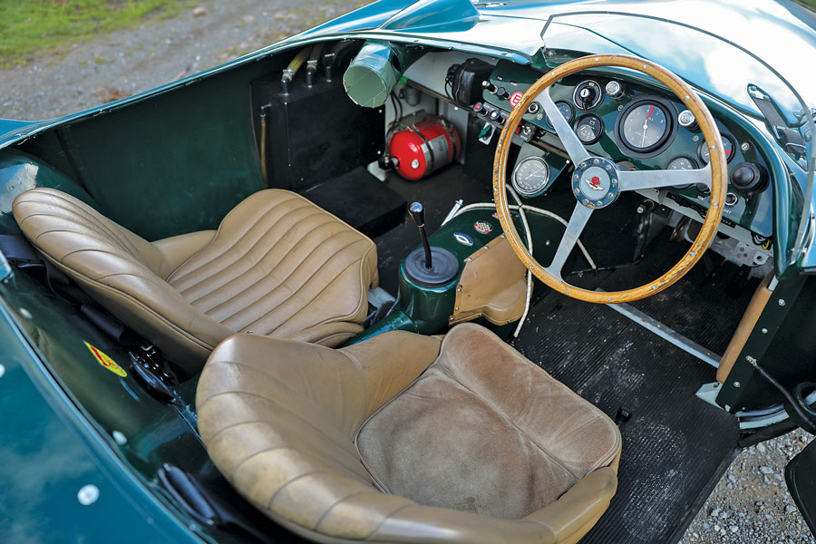 1955-aston-martin-db3s-interior