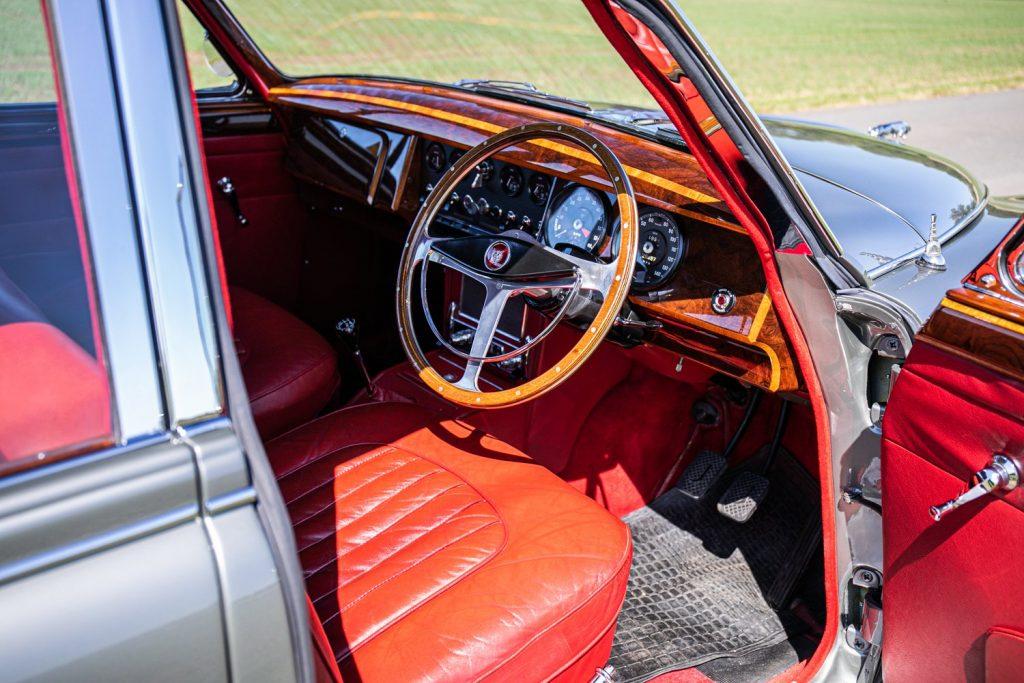 1961 Jaguar Mk II 3.8 interior