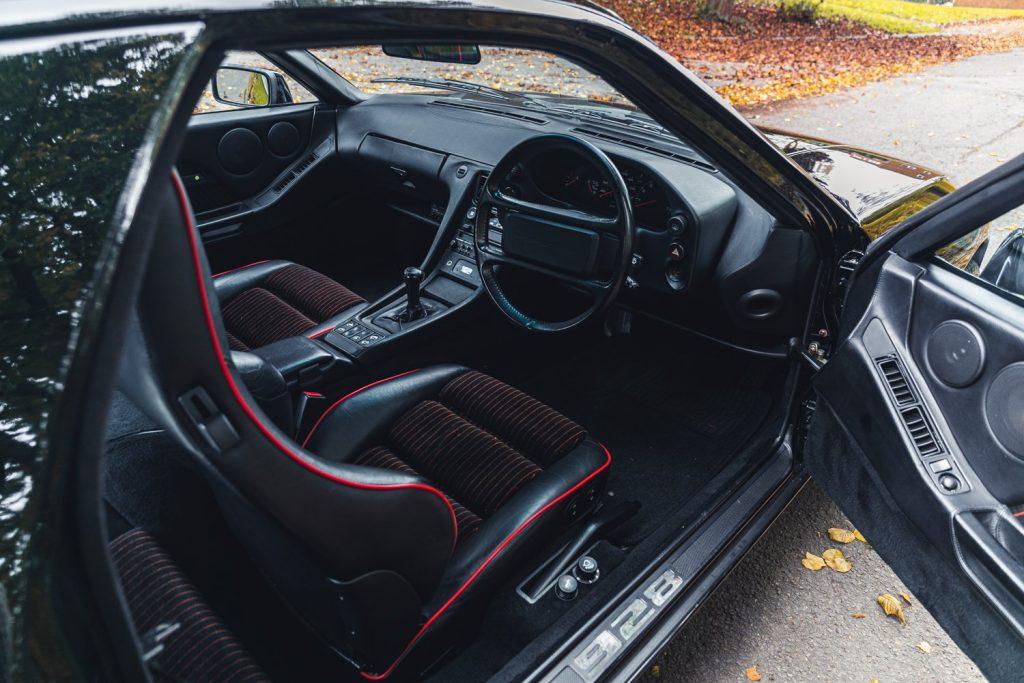 1988 Porsche 928 SE interior