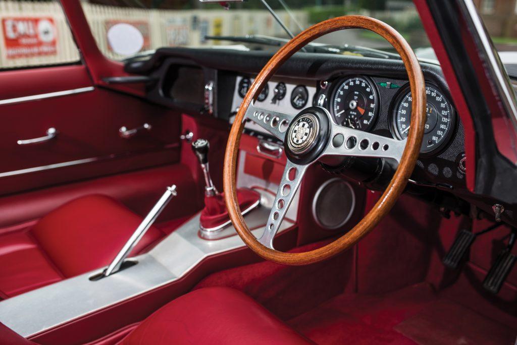 1961-Jaguar-E-Type-Series-1 Roadster interior