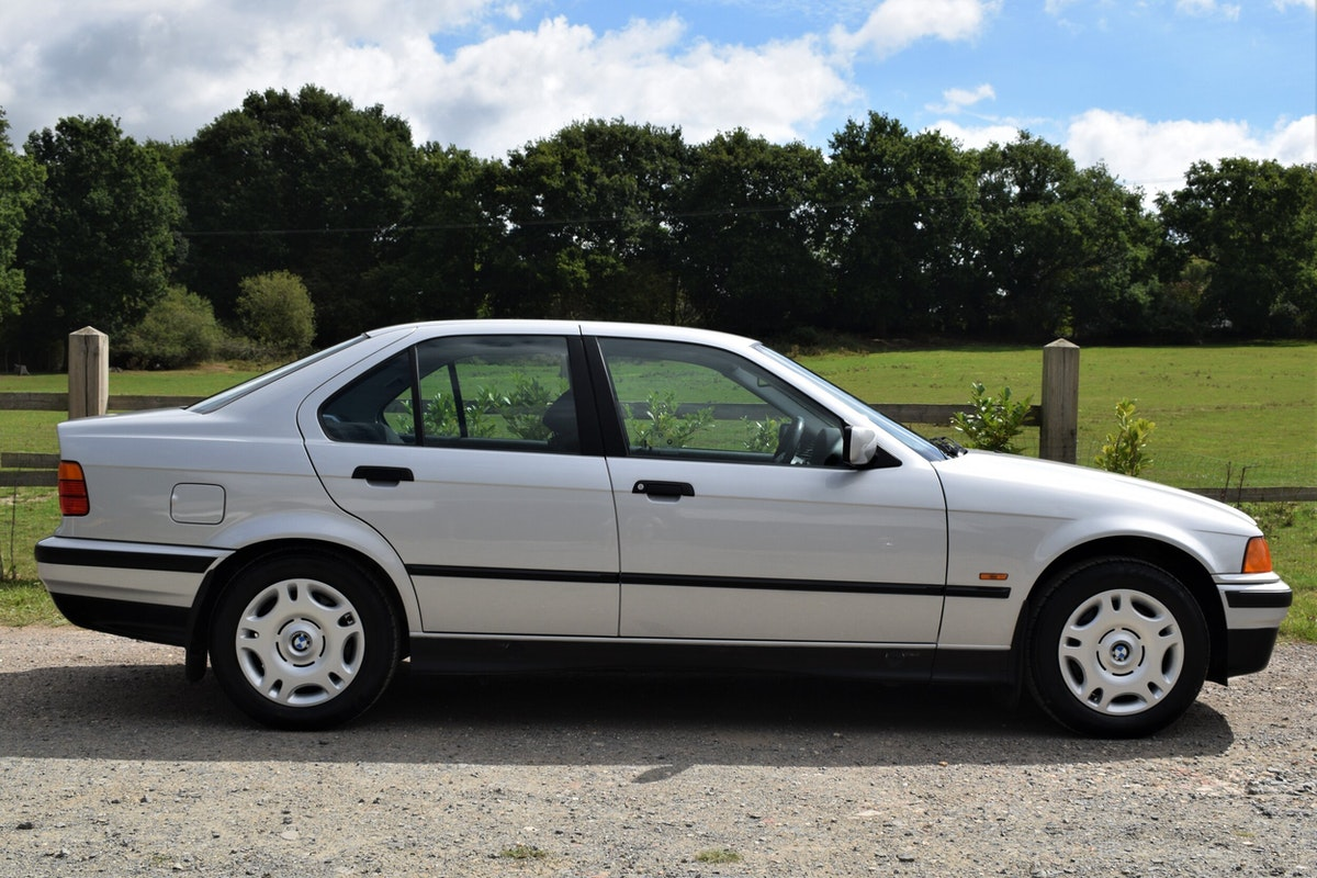 Be the envy of the 90s car park with this BMW 318i