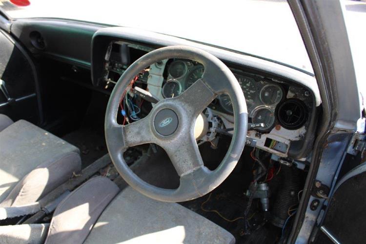 Ford Capri 2.8i interior