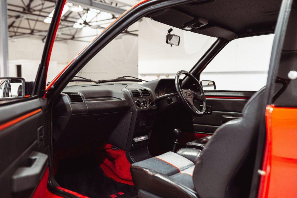 Peugeot 205 GTI cabin