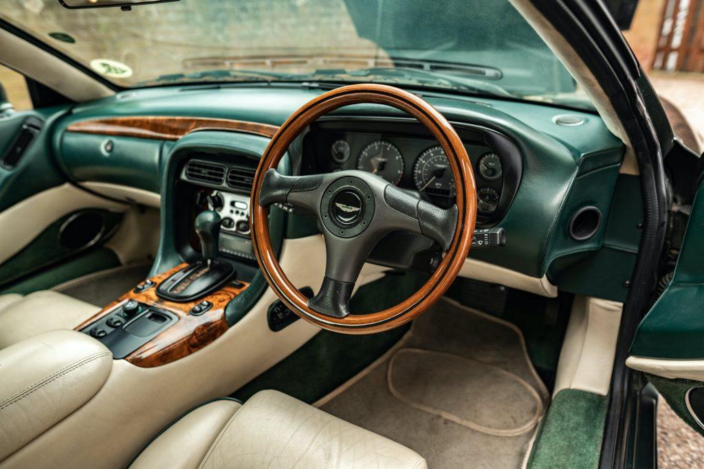 Aston Martin DB7 i6 interior