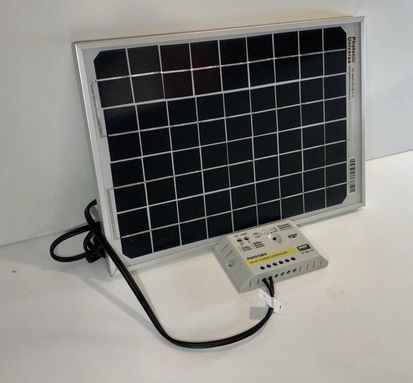 Photonic solar battery charger