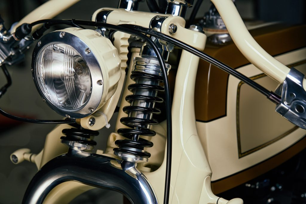 Front forks and springs of Yamaha XV950 Playa del Rey