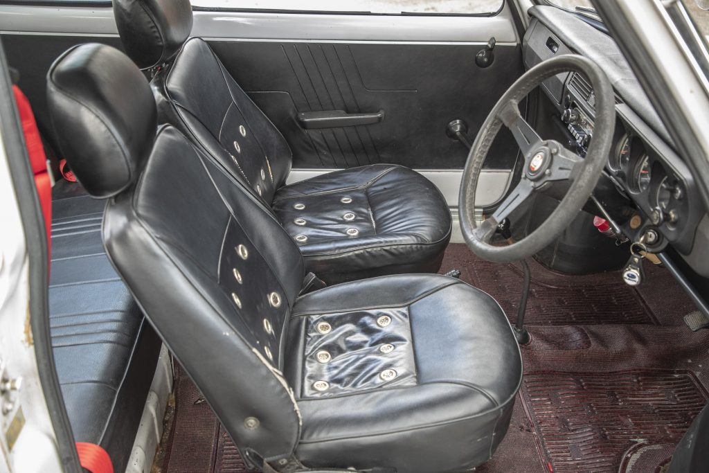 Subaru R-2 Sporty Deluxe interior