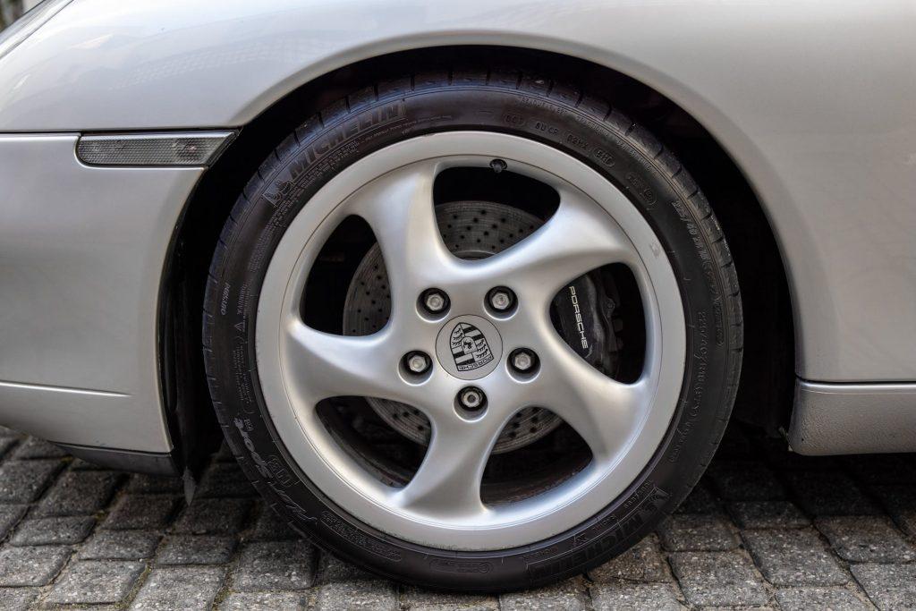 Porsche 911 996 alloy wheel