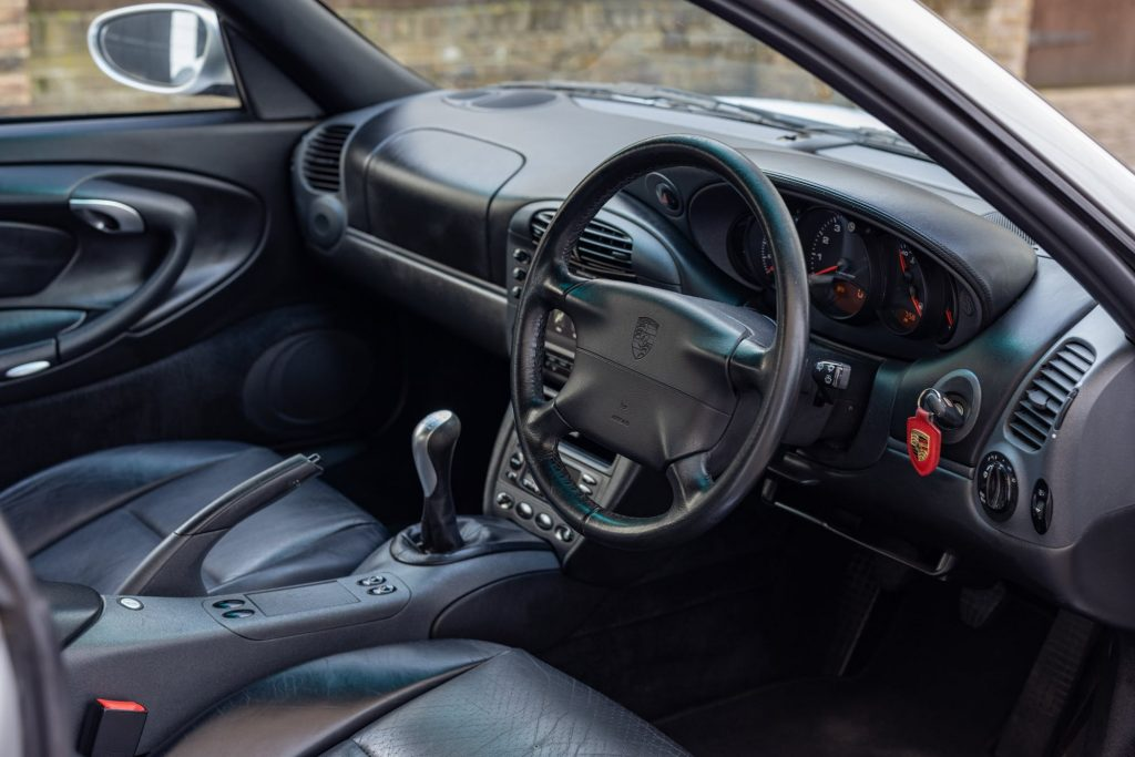 Porsche 911 996 interior
