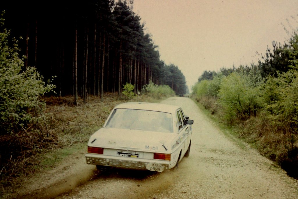 Moss kicks up the gravel on the first UK stages on the UDT World Cup Rally 1974.