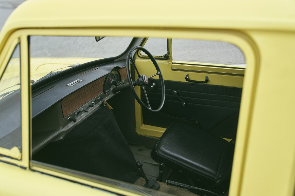 Reliant Regal interior