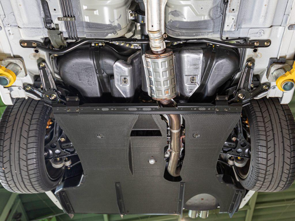 Nissan Skyline GT-R R34 underside and carbon-fibre floor