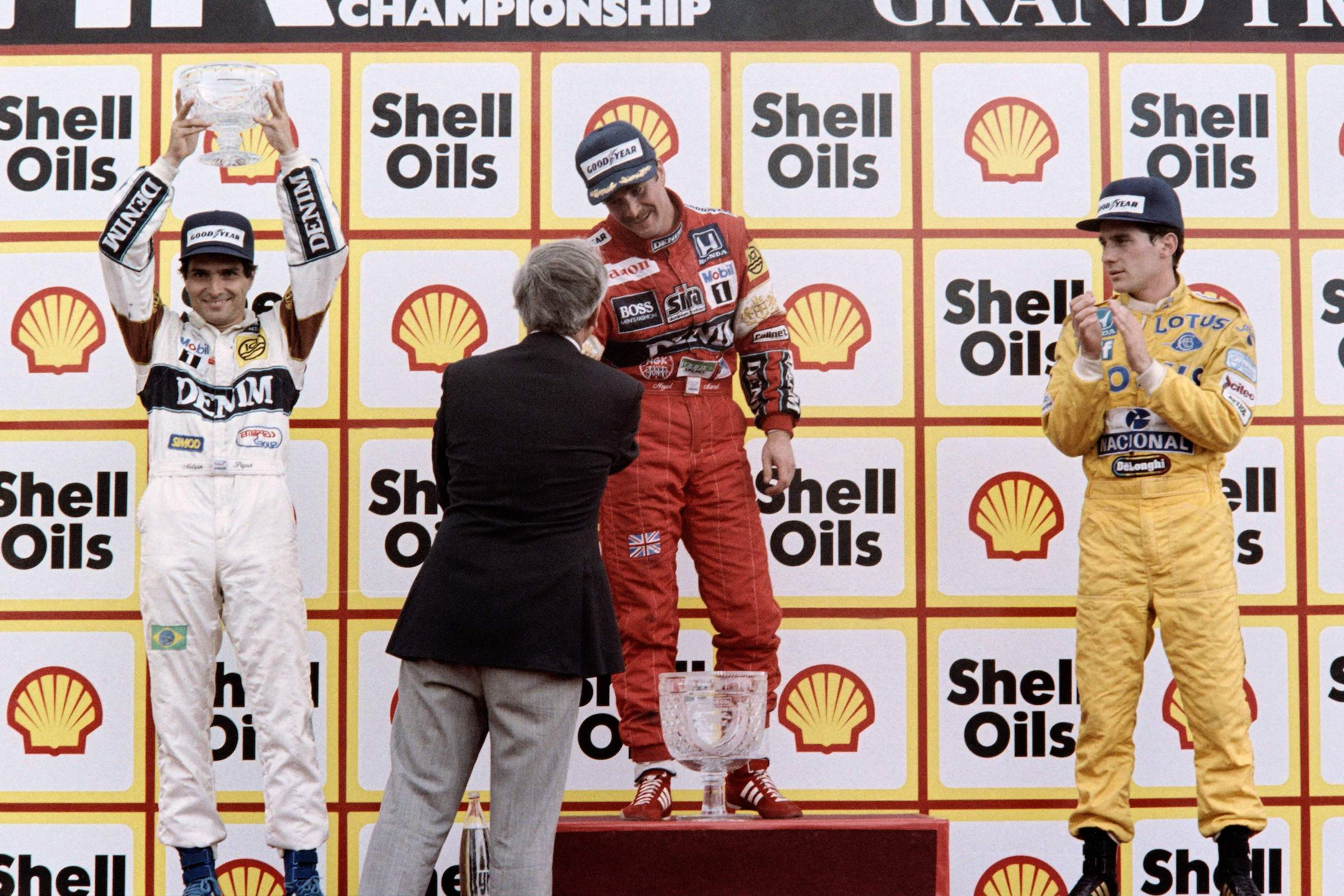 Freeze Frame: Masterful Mansell passes Piquet in British GP thriller