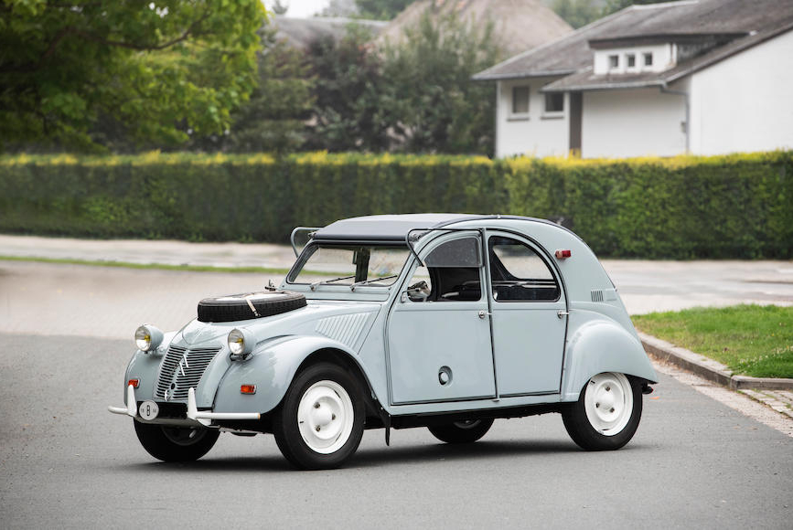 Are you brave enough to tackle an adventure with this Citroën 2CV Sahara 4×4?