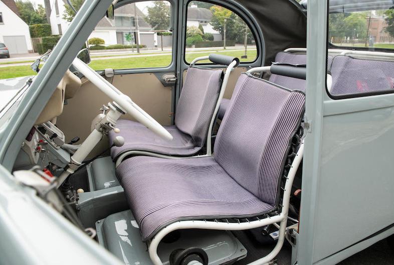 Citroen 2CV Sahara 4x4 interior
