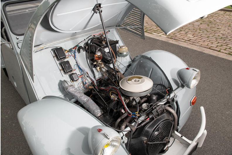 Citroen 2CV 4x4 engine front