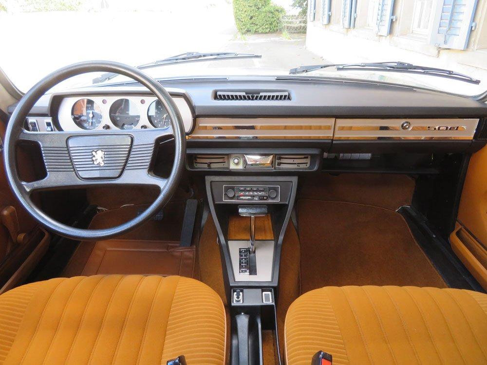 Peugeot 504 saloon cabin