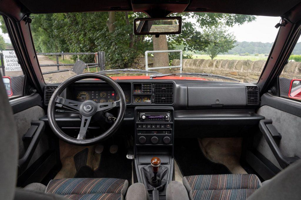 Lancia Delta Integrale 8v interior
