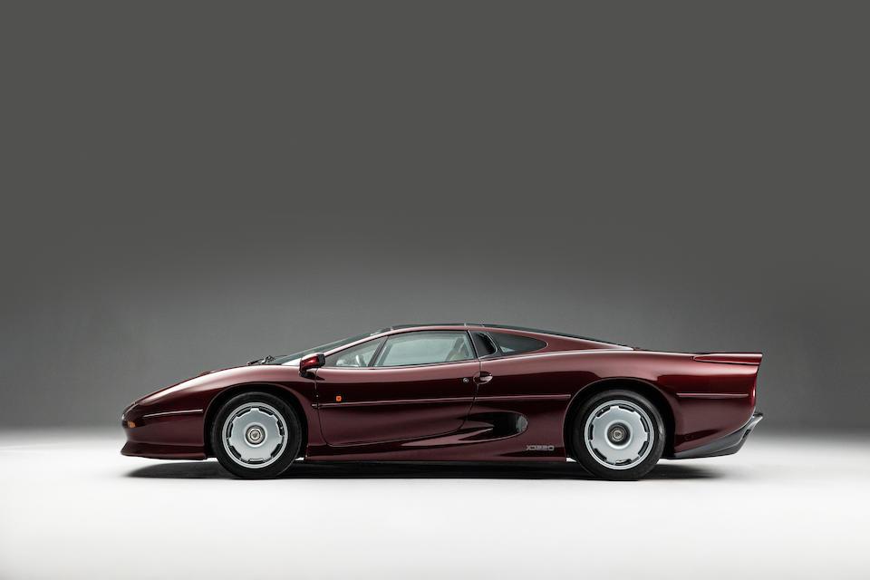 Jaguar XJ220 profile