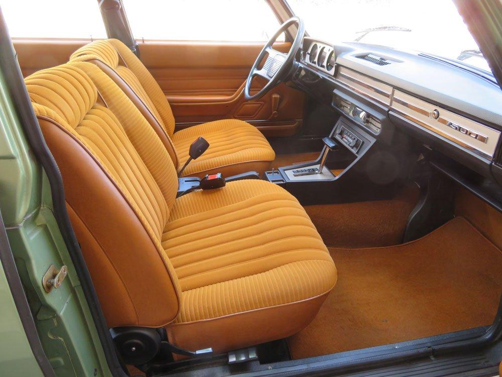 Peugeot 504 sedan interior