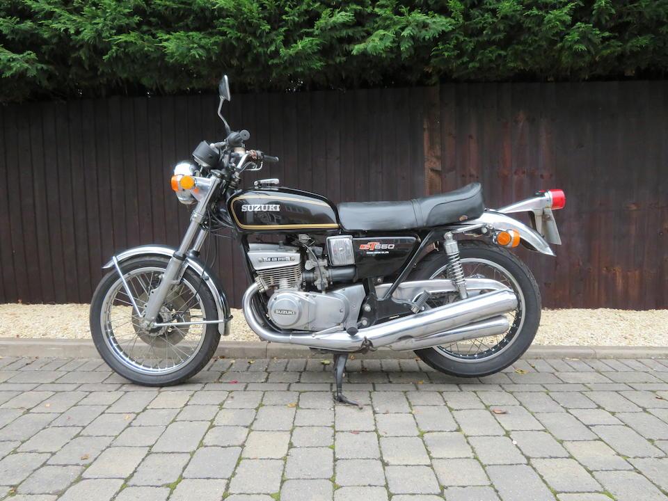 Suzuki GT550_9 collector bikes in the shadows